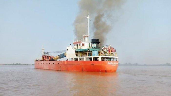 KM Karya Indah Rute Ternate - Kepulauan Sula Terbakar di Perairan Limafatola