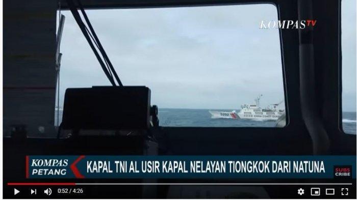 Tangkap Layar YouTube KompasTV Lewat radio komunikasi KRI Usman Harun 359, TNI Angkatan Laut terus memberi peringatan kepada kapal penjaga Pantai Tiongkok untuk meminta kapal nelayan mereka menghentikan aktivitas penangkapan ikan di Natuna.
