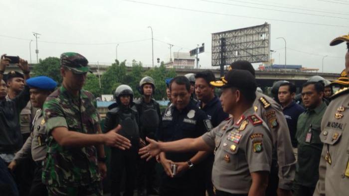 Lihat Tentara dan Polisi, Petugas Keamanan Cafe 88 Kalijodo Langsung Tak Sadarkan Diri