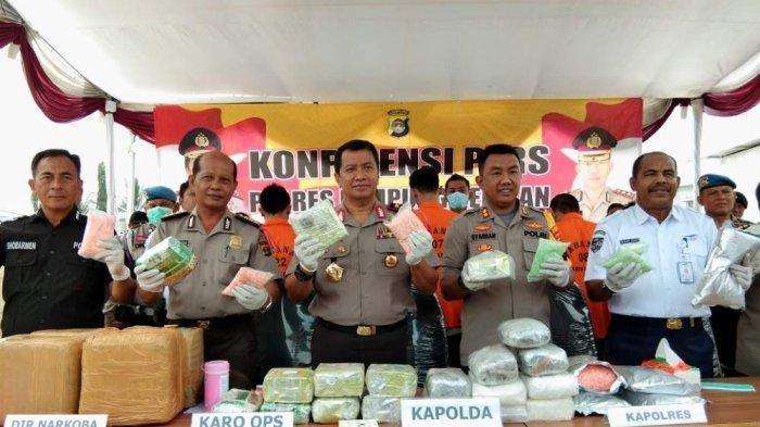 Kapolda Lampung Irjen Purwadi Arianto memimpin ekspos kasus narkoba di Polres Lamsel, Kamis (29/11/2018)