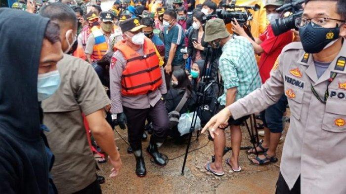 Kapolda Metro dan Pangdam Jaya Tinjau Lokasi Banjir di Jakarta
