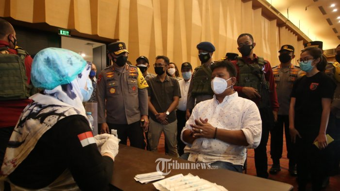 Wakapolda Metro Jaya Tinjau 2 Lokasi Vaksinasi Covid-19 di Jakarta Barat