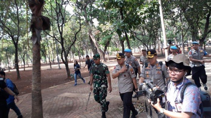 Kapolda Metro Jaya, Inspektur Jenderal Gatot Edy Pramono beserta jajaran meninjau lokasi ledakan di kawasan Monas, Jakarta Pusat, pada Selasa (3/12/2019)