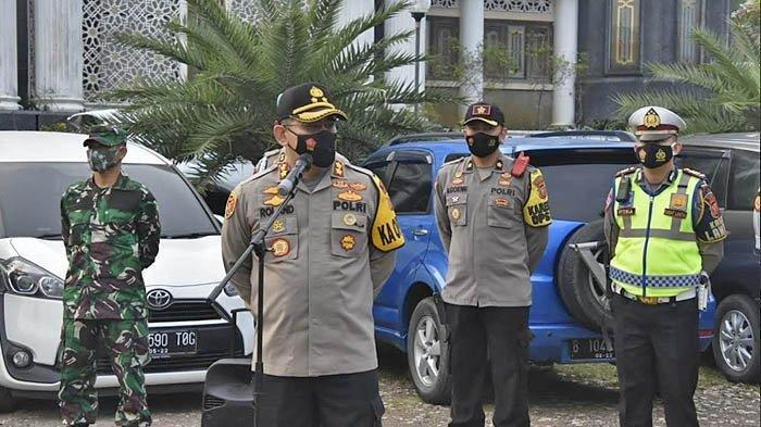 Kapolres Bogor AKBP Ronald Ronaldy memimpin apel siaga untuk pengawasan wisata di kawasan Puncak, Jawa Barat, Sabtu (12/9/2020).