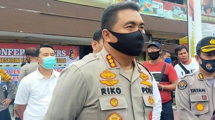 Kapolrestabes Medan, Kombes Pol Riko Sunarko menyebutkan Artis FTV berinisial HH (23) dan R yang ditangkap diamankan polisi di sebuah hotel berbintang di Medan ternyata sedang dalam keadaan telanjang.