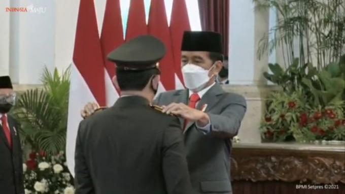 Presiden Joko Widodo (Jokowi) resmi melantik Listyo Sigit Prabowo menjadi Kepala Kepolisian Negara Republik Indonesia (Kapolri) di Istana Negara, Rabu (27/1/2021).
