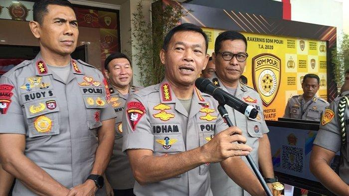 Kapolri Jenderal Polisi Idham Azis (tengah) saat jumpa pers, seusai pembukaan rapat kerja teknis (Rakernis) SDM Polri 2020 di Pusdikmin Polri, Jalan Gedebage, Kota Bandung, Rabu (11/3/2020).