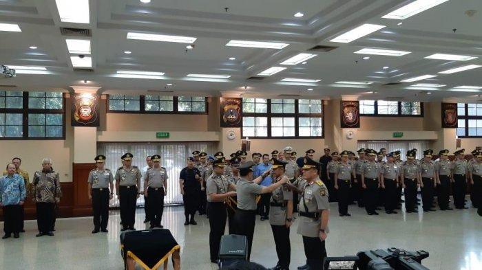 Kapolri Jenderal Tito Karnavian melantik Irjen Pol Firli sebagai Kapolda Sumatera Selatan di Rupatama, Mabes Polri, Trunojoyo, Jakarta Selatan, Selasa (25/6/2019).