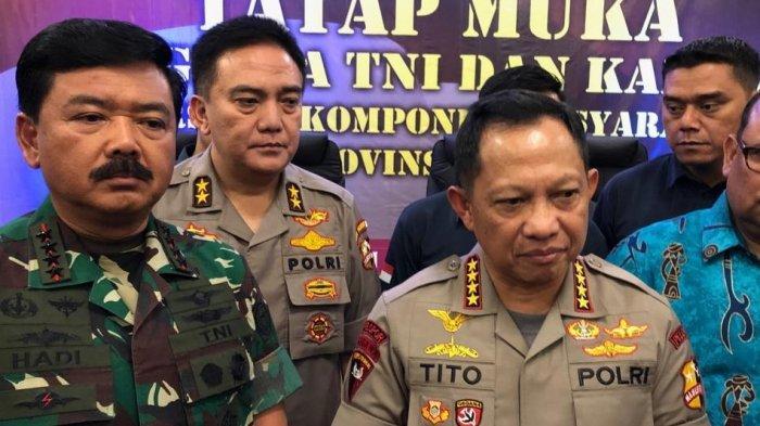 Kapolri Jenderal Tito Karnavian dan Panglima TNI Marsekal Hadi Tjahjanto menemui tokoh Papua Pendeta Liviu Biniluk.