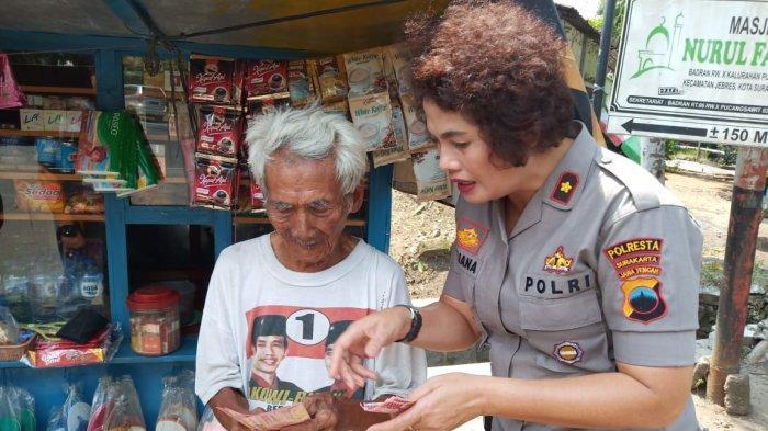 Kisah Kakek Renta Penjual Rokok Tertipu Uang Palsu Rp 400 Ribu, Kompol Juliana Ganti Kerugian