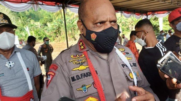 Kapolda Papua Irjen Pol Mathius D Fakhiri saat diwawancarai rekan media.