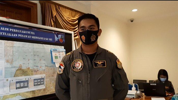 Kapten Penerbang Randi Siap Arungi Timur - Barat Pulau Laki dari Ketinggian 500 Kaki