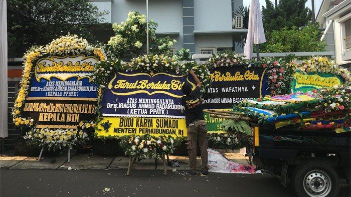 Karangan Bunga Duka Cita Berdatangan di Rumah Kepala PPATK Kiagus Ahmad Badaruddin
