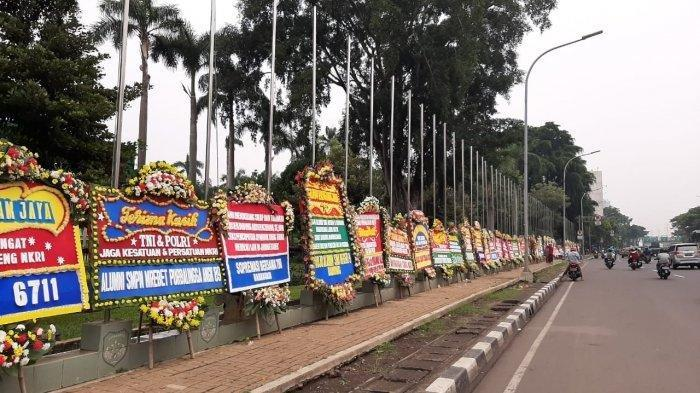 Respon Pangdam Jaya Mayjen Dudung Melihat Kantornya Dibanjiri Karangan Bunga dari Warga