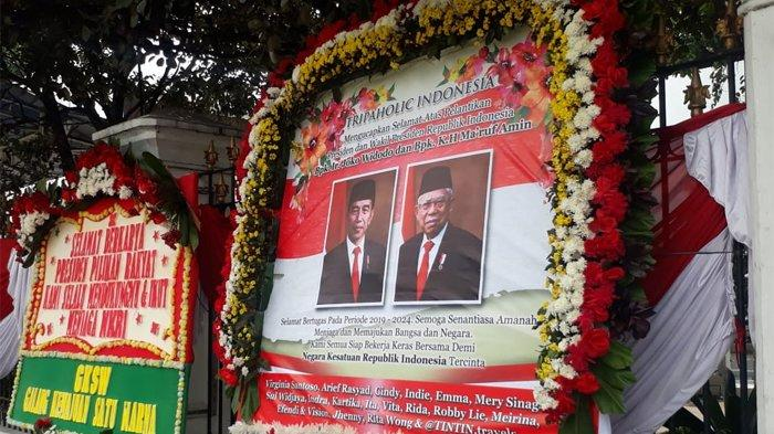 Sehari menjelang pelantikan Presiden dan Wakil Presiden Joko Widodo dan Kiai Ma'ruf Amin, karangan bunga ucapan selamat sudah mulai berdatangan di Istana Merdeka, Sabtu (19/10/2019).