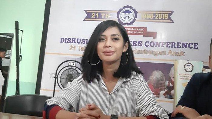Karen Pooroe rindu anaknya yang sudah 4 bulan terpisah, ia pun menemui Lembaga Perlindungan Anak Indonesia (LPAI) dam menyambangi Komisi Nasonal (Komnas) Anak di Jalan TB Simatupang, Pasar Rebo, Jakarta Timur, Senin (2/12/2019).