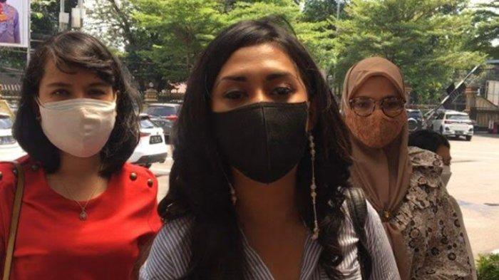 Karen Pooroe Datangi Polres Jakarta Selatan, Pertanyakan Penyidikan Kasus Kematian Sang Anak