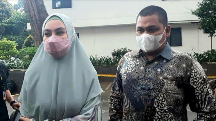 Kartika Putri menyambangi Polda Metro Jaya, Rabu (14/4/2021). Tujuannya mediasi dengan dr Richard Lee.