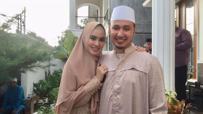 Kartika Putri bersama sang suami, Habib Usman bin Yahya mengisi program Ramadan I'm in Love di Trans TV selama bulan puasa.