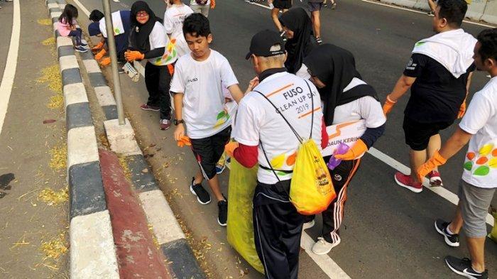 Karyawan Krama Yudha Group Berkumpul Bersama untuk Melakukan Aksi Sosial