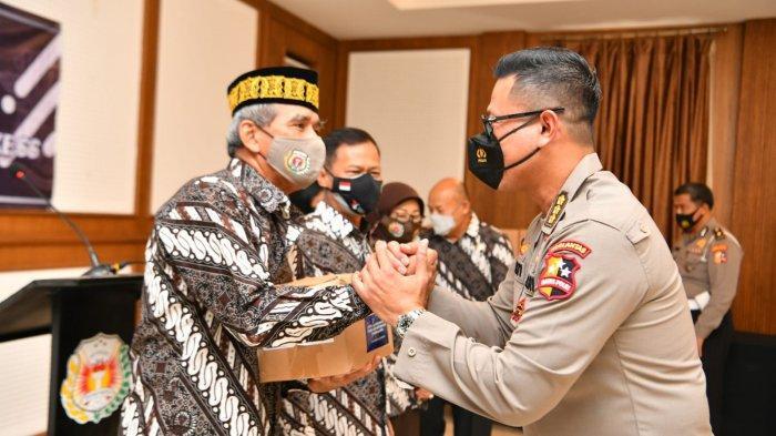 Sambut Hari Lalu Lintas Bhayangkara ke-66, Korlantas Salurkan Bantuan Untuk Purnawirawan Polri