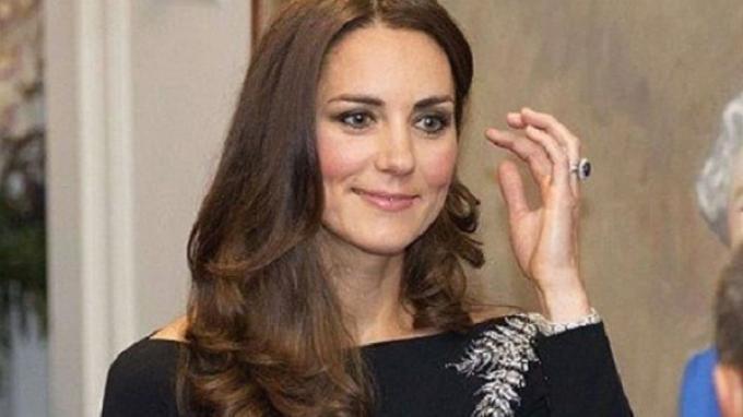 Kate Middleton dan cincinnya.