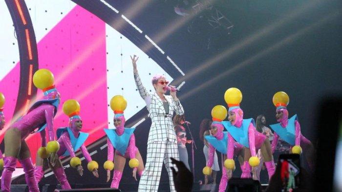 Katy Perry Minta Diajarkan Bahasa Indonesia di Konser 'Witness: The Tour'