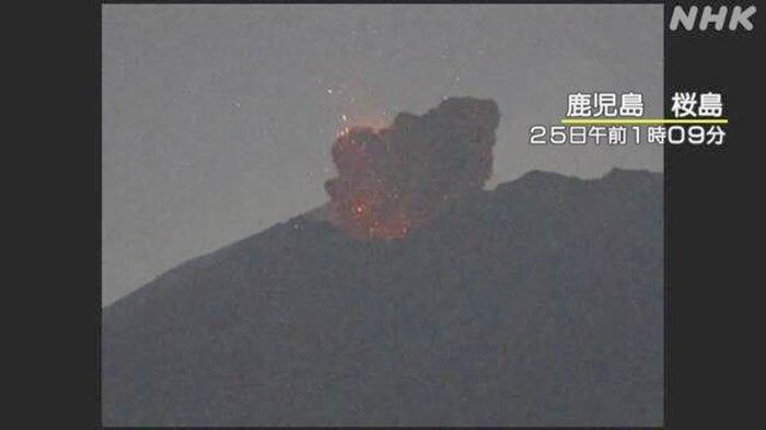 Kawah Minamidake di Sakurajima Kagoshima Jepang Meletus Minggu Dini Hari