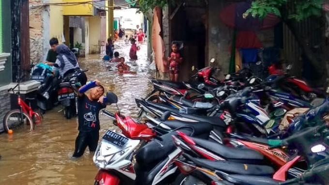 Kali Angke Meluap, Banjir Rendam Ratusan Rumah di Rawa Buaya Cengkareng