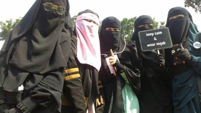 Komunitas Perempuan Cadar: Ada yang Meneriaki Ninja, Setan, Mumi