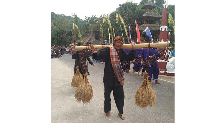 Membentengi Tanah Sunda Wiwitan