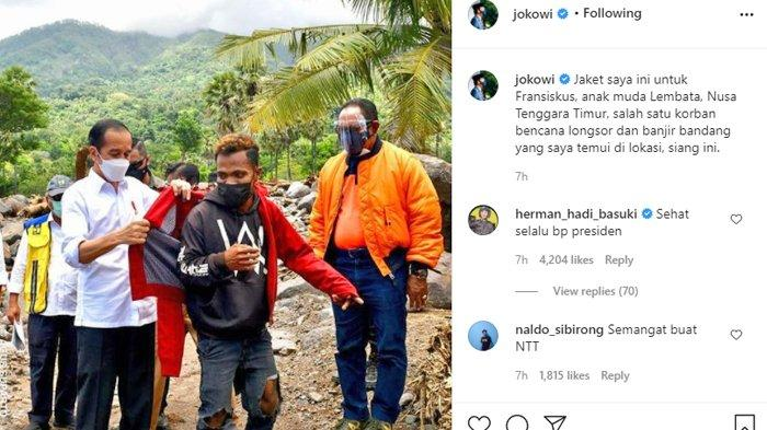 Presiden Joko Widodo saat sedang memberi jaket merah miliknya kepada Fransiskus Ade Uran di desa Amakaka, Kecamatan Lebatukan, Jumat (9/4/2021)