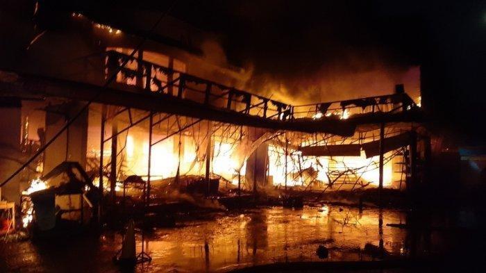 Libatkan 25 Unit Damkar, Marinir Ikut Padamkam Kebakaran Hebat Cahaya Swalayan di Cilandak KKO