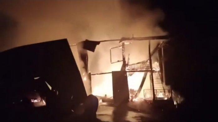 Rumah Terbakar saat Pemiliknya Tidur, Nenek 70 Tahun Tewas, sang Cucu Berhasil Menyelamatkan Diri