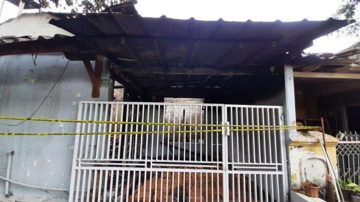 Kebakaran di dua rumah Jalan Melati Ujung, RT 18 RW 11 Blok J, Kelurahan Jatimulya, Kecamatan Tambun Selatan, Kabupaten Bekasi, Senin (17/5/2021) dini ha