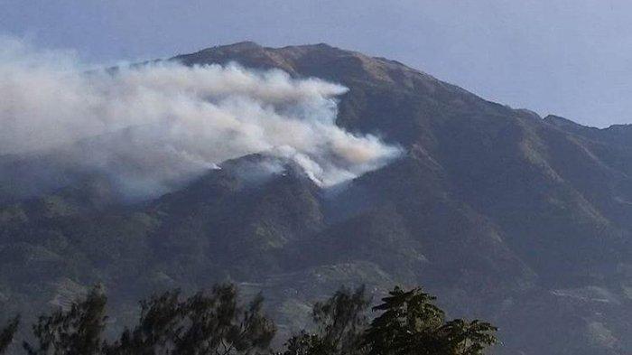 Api Kebakaran Gunung Merbabu Belum Padam, Petugas BTNGMb Pantau Pakai Drone