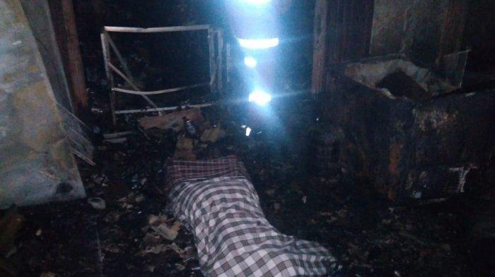 Kebakaran di Kecamatan Cipondoh, Kota Tangerang yang menewaskan satu orang saat hendak menyalakan lilin karena mati lampu, Jumat (4/8/2019) malam hari. (Istimewa/dokumentasi Polres Metro Tangerang Kota.)