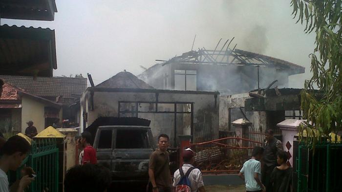 Labfor Masih Periksa, Warga Sebut Kebakaran Dipicu Mobil APV yang Meledak
