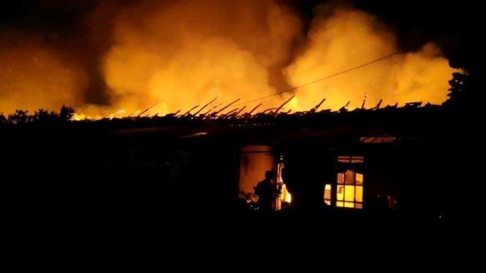 Kebakaran melanda Asrama Mako Brimob, Kelapa Dua, Kota Depok, Jawa Barat, Minggu (20/12/2020) malam.