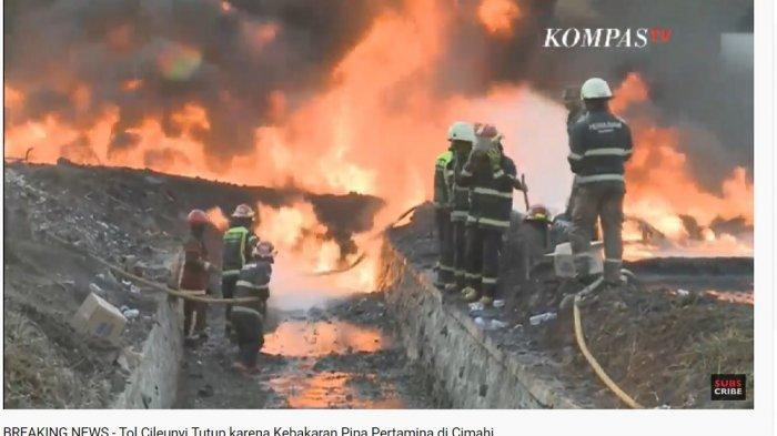 Kebakaran pipa Pertamina di Cimahi, Jawa Barat, Selasa (22/10/2019).