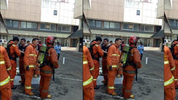 Pemadaman ruko oleh petugas damkar pada Kamis (18/7/2019)