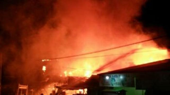 Diduga Letupan Petasan Mengenai Bensin, Sederet Bangunan di Tanah Bumbu Terbakar