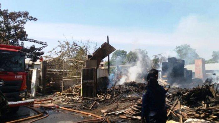 Tiga Rumah Semi Permanen di Jalan Pesisir Pekanbaru Hangus Terbakar
