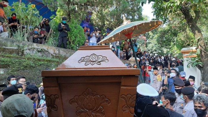 Keberangkatan jenazah Didi Kempot menuju pemakaman