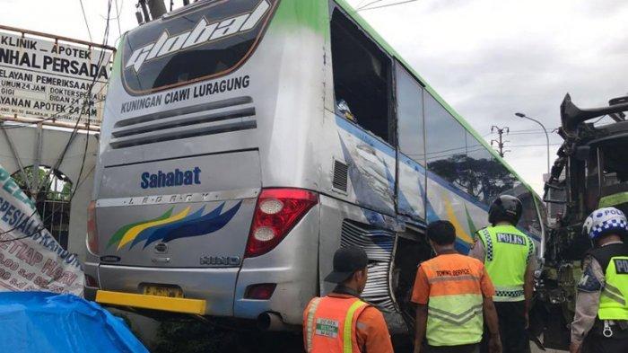 BREAKING NEWS: Tabrakan Beruntun Tujuh Mobil di Tangerang Renggut Korban Jiwa