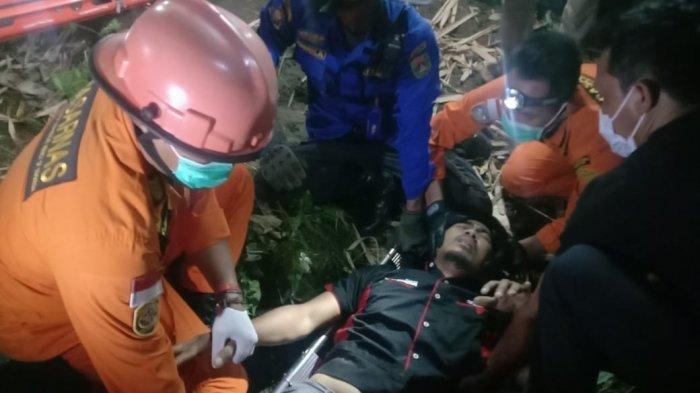 Tabrak Pembatas, Pria Ini Jatuh dari Jembatan Sungai Lengsi Setinggi 5 Meter, Korban Nyaris Hanyut