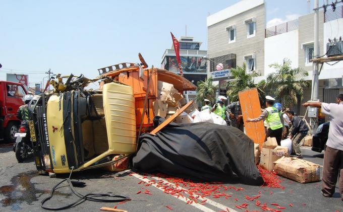 Kecelakaan Dua Bus di Turunan Gombel, Satu Pengendara Motor Tewas