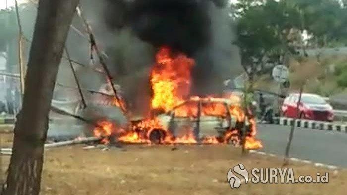 Hindari Motor yang Menerobos Pembatas, Mobil Oleng dan Berakhir Terbakar di Exit Jembatan Suramadu