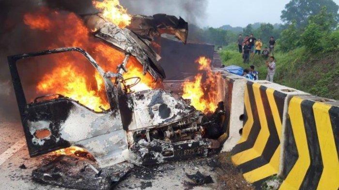 Kecelakaan di Tol Madiun-Nganjuk, Elf Tabrak Truk dan Beton Pembatas Lalu Terbakar, 3 Orang Tewas