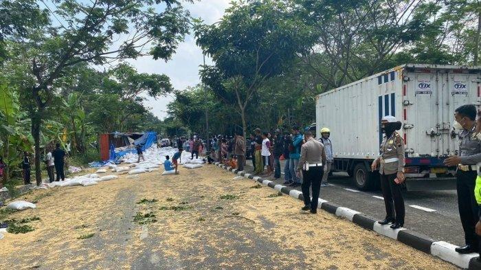 Truk Fuso Tabrak 3 Sepeda Motor di Salatiga, Diduga Karena Ban Pecah